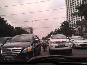 困難なジャカルタの交通事情と行動調査